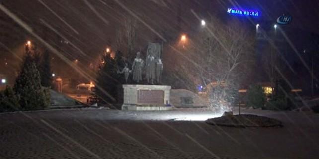 Başkent'e Nisan karı yağdı