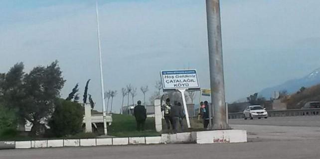 Nilüfer Belediyesi, Büyükşehir'in tabelalarını sökerken görüntülendi...(ÖZEL HABER)