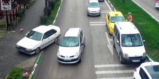 Bursa'da dikkatsiz sürücüler bakın neler yaptı?
