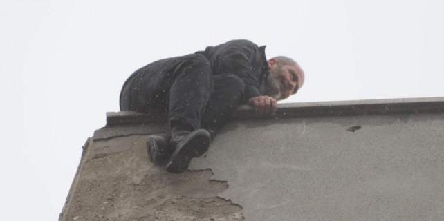 Bu görüntü Bursa'da çekildi...Bakın ne için çatıya çıktı
