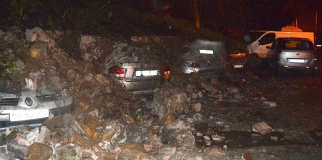 Bursa'da istinat duvarı çöktü, 6 araç pert oldu!