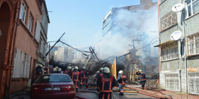 Tarihi bina böyle çöktü!