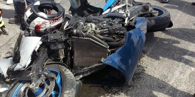 Motosiklet TIR'ın altına böyle girdi