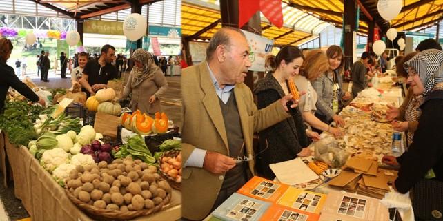 Organik pazarda tohum takas ettiler