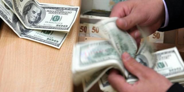 Dolar tatil falan dinlemedi!