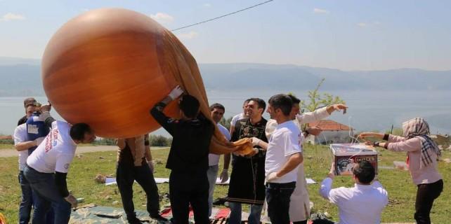 Uzaya gönderilen böreklerin balonu patladı...39 bin metreden köye düştü