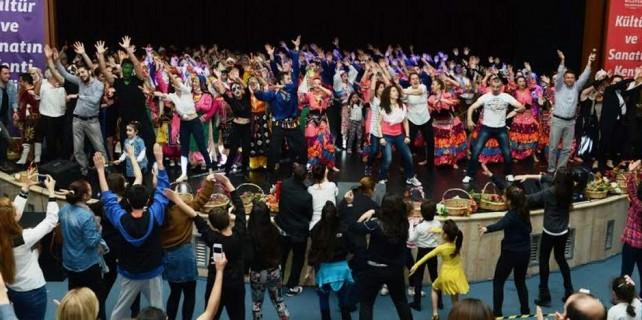 Bursa'da 2 bin kişi aynı anda böyle dans etti