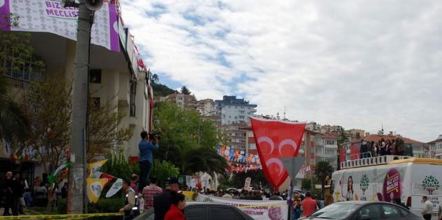 MHP ve HDP komşu oldu olaylar çıktı