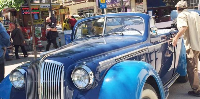 Antika araçlar Bursa sokaklarında