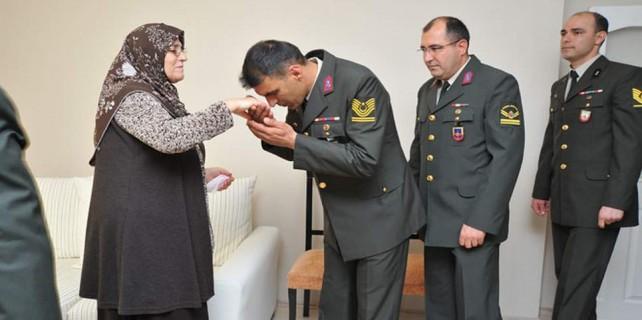 4 oğlu asker olan Bursalı anneye sürpriz