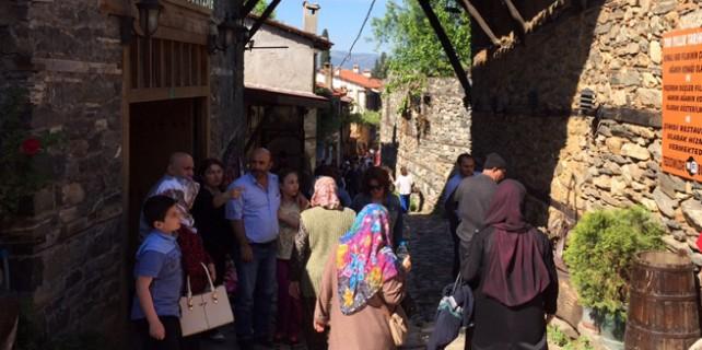 Tarihi Cumalıkızık'a turist akını