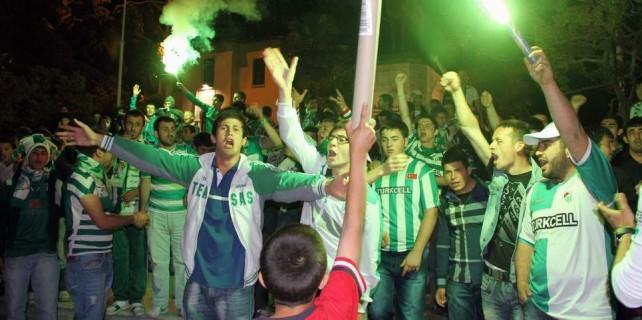 Bursa'da büyük sevinç...Taraftar sokağa döküldü
