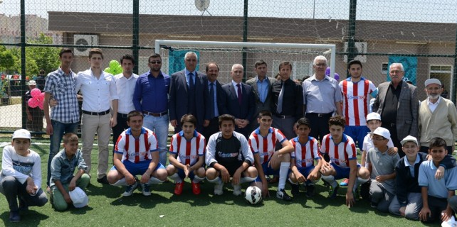 Kızılcıklı Mahallesi'ne yeni spor alanları ve sosyal tesis