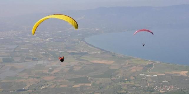 Yamaç paraşütçüleri Bursa'da nefes kesti