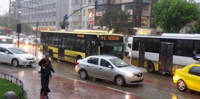 Bursa yağmura teslim oldu
