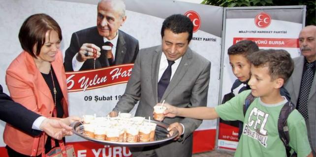 MHP 46 yılın hatrına kahve dağıttı