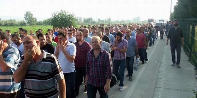 Bursa'da binlerce işçi sokakta