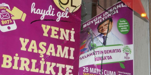Bursa'da HDP binasına taşlı saldırı iddiası