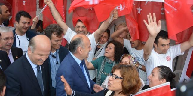CHP Sağlık Bakanı'nı alkışlarla karşıladı