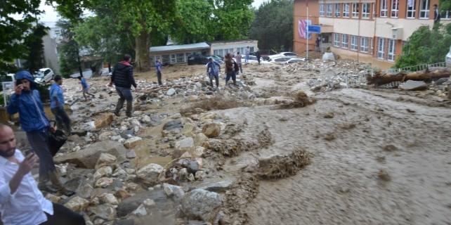 Bursa'da heyelan faciası! İnsanlar okulda mahsur kaldı