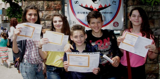 Bursa'da yarım milyon öğrenci sevinç yaşadı