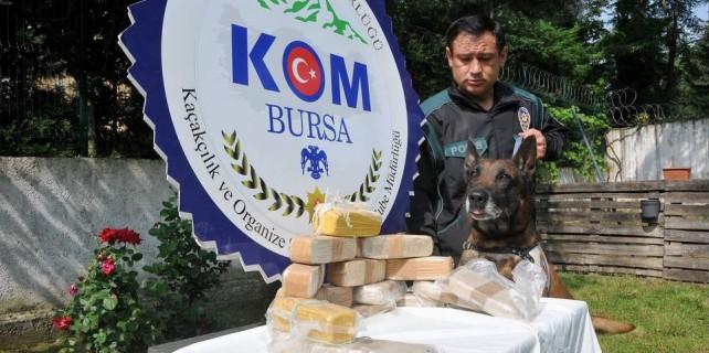 7,5 kilo eroin yakalatan Alfa 3 kişiyi tutuklattı