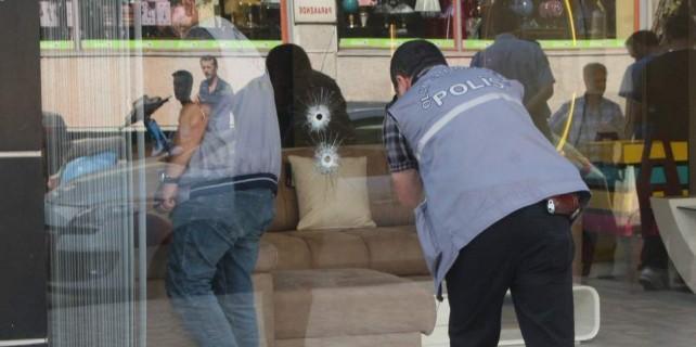 Bursa'da işyeri kurşunlandı