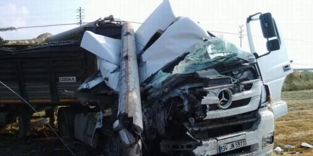 Bursa'da acı ölüm...Beton direk ok gibi saplandı...