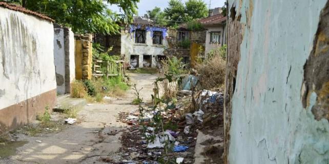 Bursa'nın göbeğindeki evler tinercilerin mekanı oldu