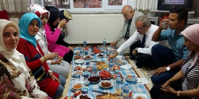 Vali Karaloğlu, Cumhurbaşkanı ve Başbakan'a özenirse