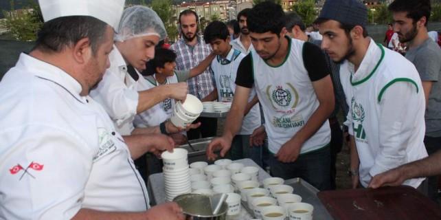 Arakan'ı, Türkistan'ı anlamak için çorba ve hurmayla iftar