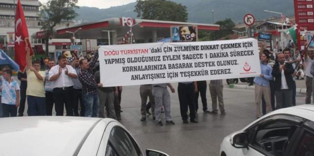 Doğu Türkistan için Bursa'da yol kapattılar