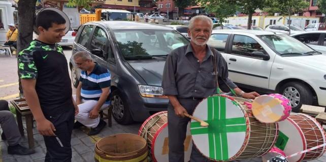 Ramazan davulcusu öyle bir afiş astı ki