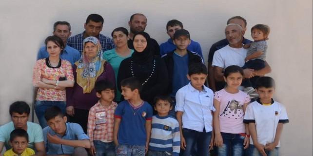 Kaçak göçmenlerden aile boyu poz
