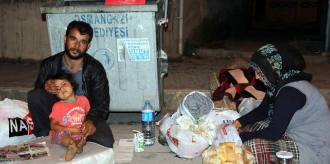 Bursa'da dram..Çöpten yemek topluyorlar