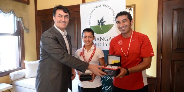 Başkan Dündar'dan şampiyona ödül