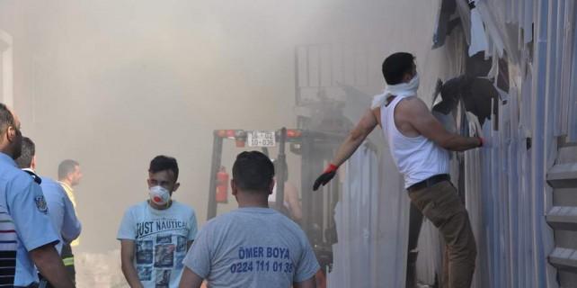 Bursa'da fabrika yangını...İşçiler zehirlendi