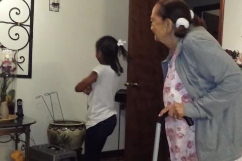 97 yaşındaki büyük anne ve torunu dans ederse