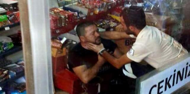 Hem yemeği geç getirdiler hem de Arap turisti dövdüler