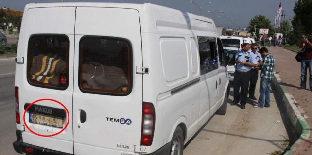 Bursa'da şüpheli minibüs paniği...Plakasını neden çamurla kapadılar