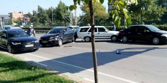 Zincirleme kaza trafiği felç etti!