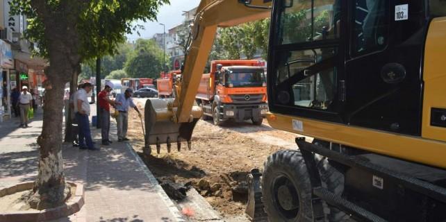 Atatürk Caddesi'nde doğalgaz borusu patladı bomba korkusu yaşandı