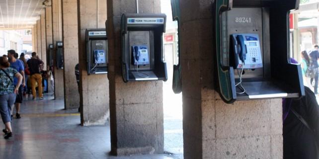 Ankesörlü telefonlar zamana direniyor