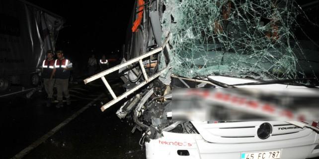 Bursa'da otobüs kazasında can pazarı: 33 yaralı