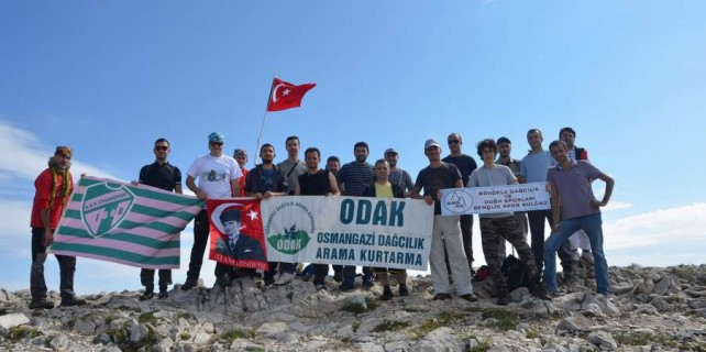 Bursalı dağcılar deprem şehitlerini unutmadı
