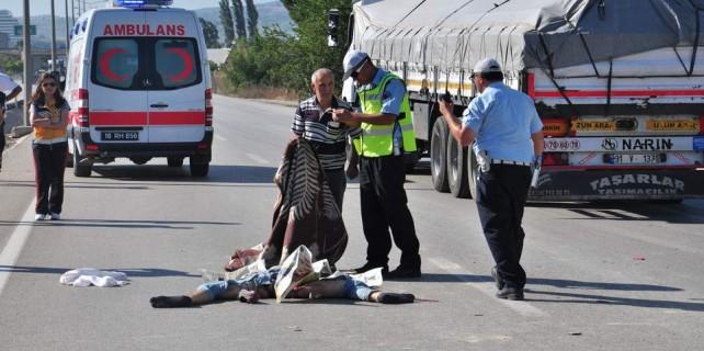 Bursa'da acı kaza...İki genç kamyon altında kaldı