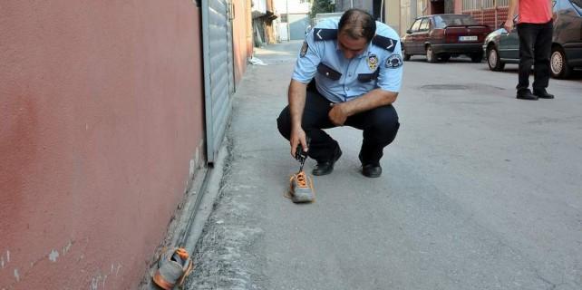 Hırsız külkedisi gibi ayakkabılarını bırakıp kaçtı