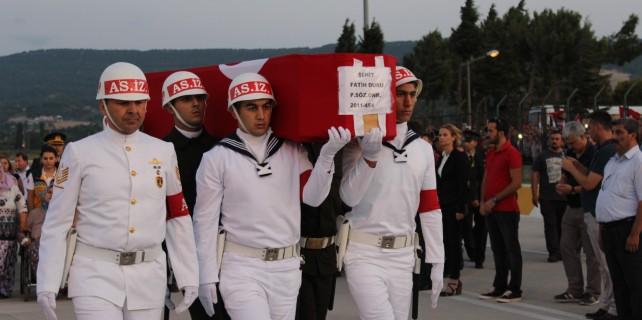 Şehit cenazesinde CHP'li vekil ve başkana tepki