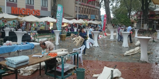 Bursa'nın ilçeleri fırtına ve lodosa teslim