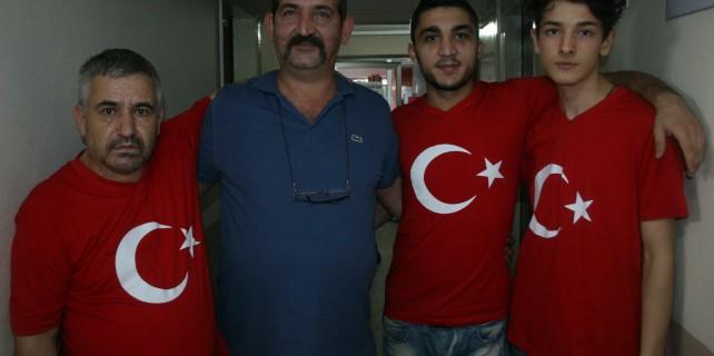 Bursa'lı esnaftan Türk bayraklı kardeşlik vurgusu